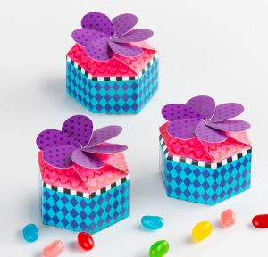 Polka Dot & Diamond Favor Boxes 12ct
