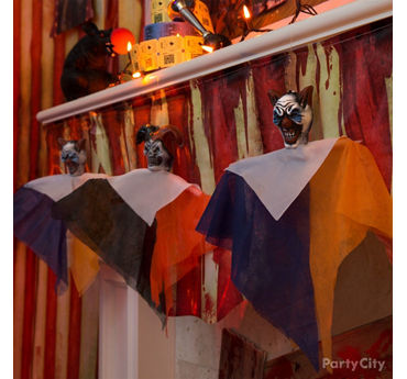 Halloween Mini Clown Mantel Garland Idea