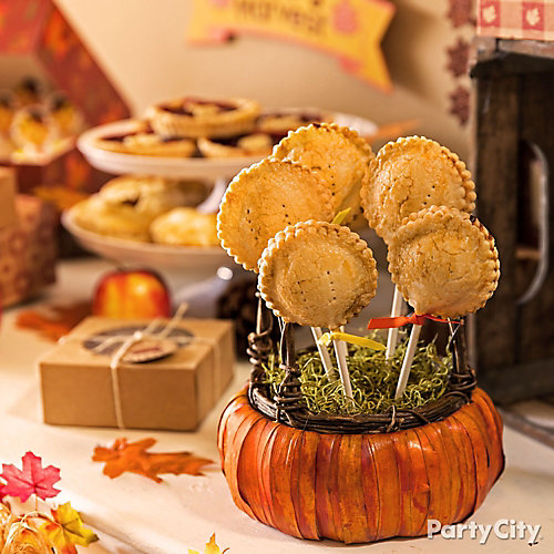 Trendy thanksgiving table decorating idea creative for Apple pie decoration