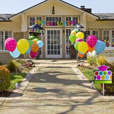 Graduation Balloon Party Entrance Idea