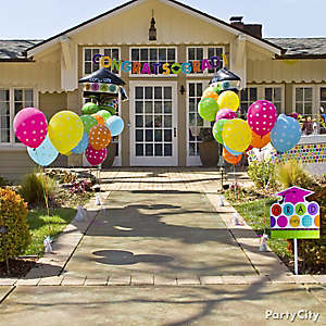 graduation balloon party entrance idea - Graduation Party Decoration Ideas
