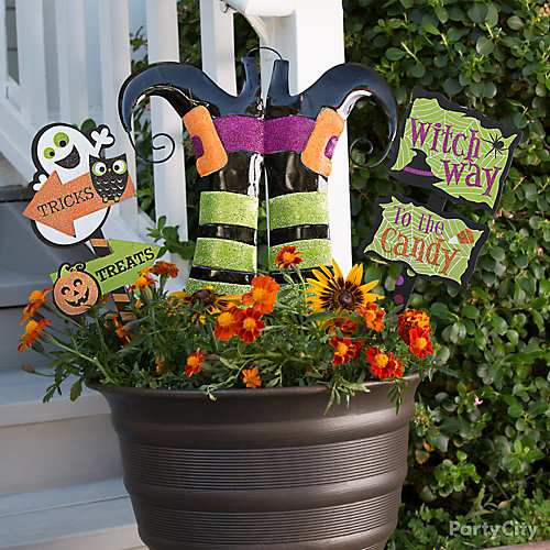 Witch Way Flower Pot Sign Idea
