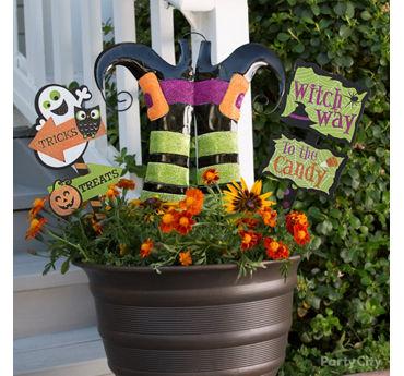 Witch Way Flower Pot Sign Idea