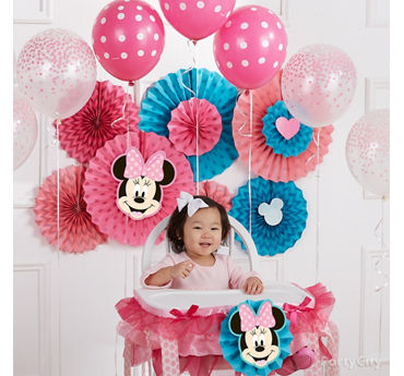 Minnie First Birthday Fan Backdrop Idea