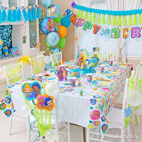 Bubble Guppies Party Table Idea