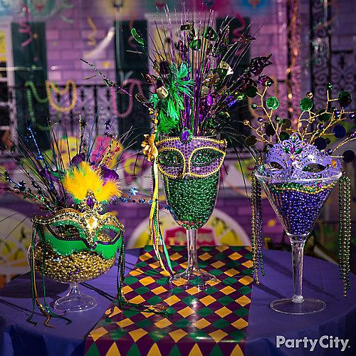Mardi Gras Beads Display Idea  sc 1 st  Party City & Mardi Gras Beads Display Idea - Mardi Gras Decorating Ideas - Mardi ...