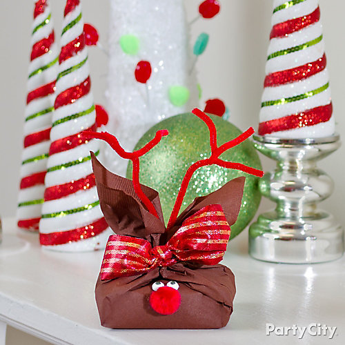 DIY Reindeer Gift Wrap Idea