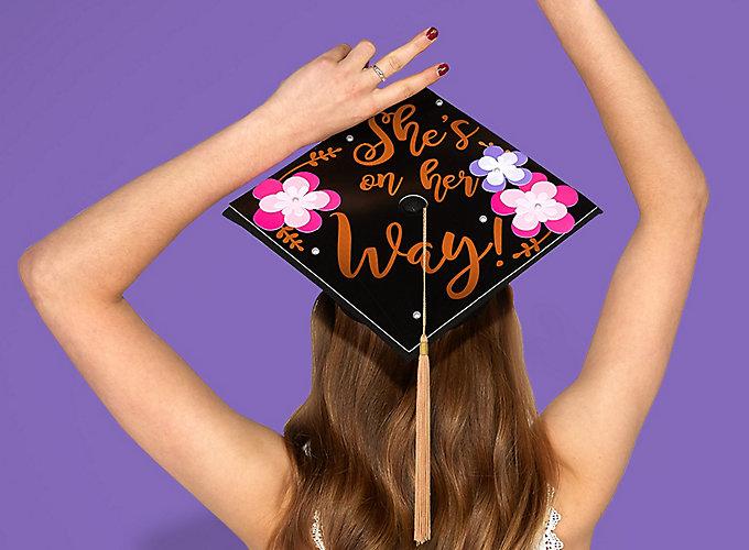 14 DIY Graduation Cap Decorating Ideas