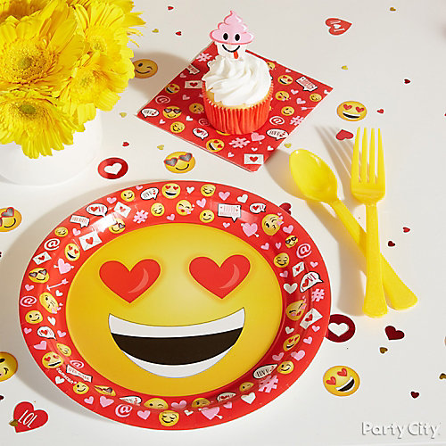 Smiley Valentine's Party Plate Idea
